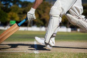 cricket player scoring run on field KWQZDD4